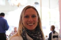 En mycket glad Sara efter att ha ätet smarriga bakelser på Andersens danska bageri